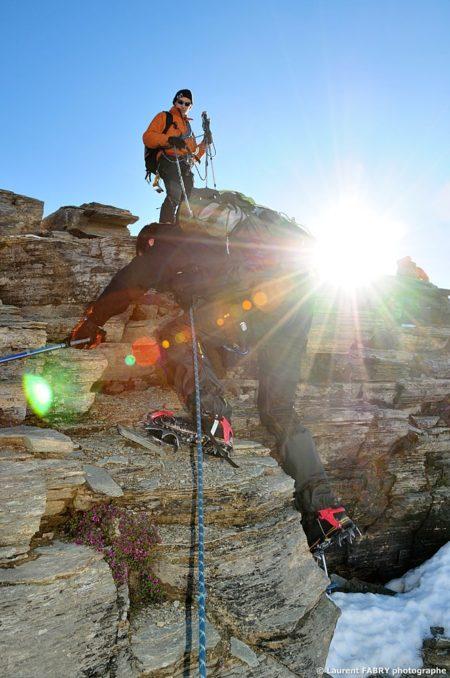 Photographe Outdoor Dans Les Alpes : Derniers Efforts Pour Gravir La Pointe De La Réchasse