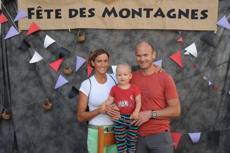 Photographe événementiel Sur Une Fête Des Montagnes Dans Les Alpes : Portrait De Famille