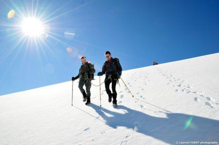 Photographe Outdoor Dans Les Alpes : Les Randonneurs Redescendent De La Pointe De La Réchasse