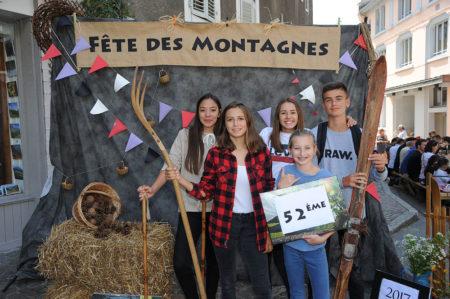 Photographe événementiel Sur Une Fête Des Montagnes Dans Les Alpes : Shooting Photo Dans La Rue