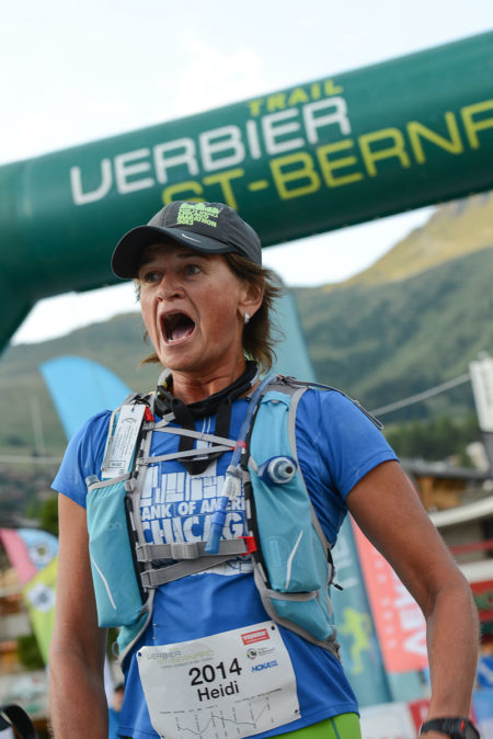 Photographe De Trail Running En Suisse : émotion D'une Traileuse à Son Passage Sur La Ligne D'arrivée Du TVSB