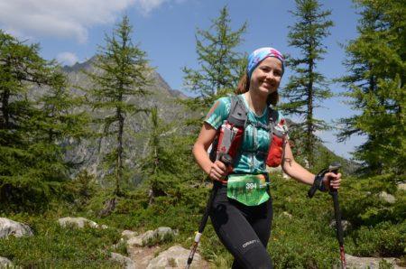 Photographe De Trail Running En Suisse : Sourire D'une Traileuse