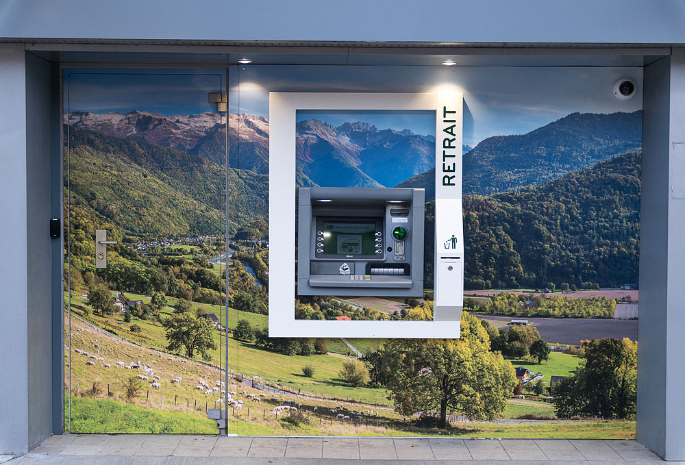 Photographe En Décoration De Bureaux Dans Les Alpes : Distributeur Automatique De L'agence Crédit Agricole Aiguebelle