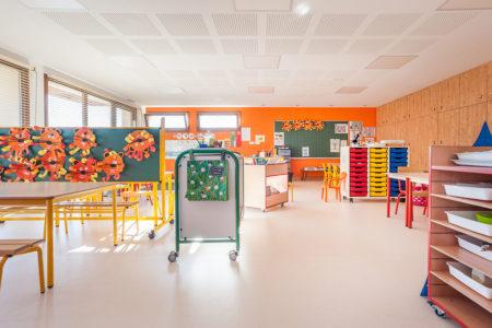 Photographe Architecture En Savoie Pour Une Collectivité : Mobilier De Classe Sur Roulettes