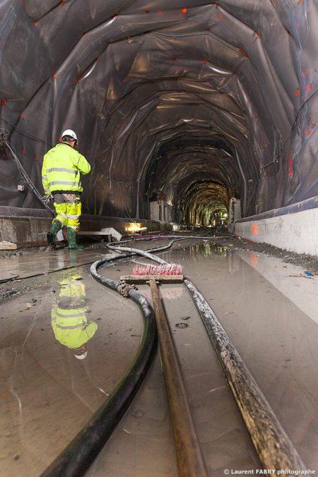 Photographe Industriel En Auvergne Rhône Alpes : Humidité Maximale Au Sol Du Tunnel Du Siaix