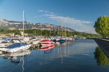 Photographe Urbanisme Pour Une Collectivité Dans Les Alpes (Aix-les-Bains) : Le Port Du Tillet Sur Le Lac Du Bourget, Sous Le Massif Des Bauges