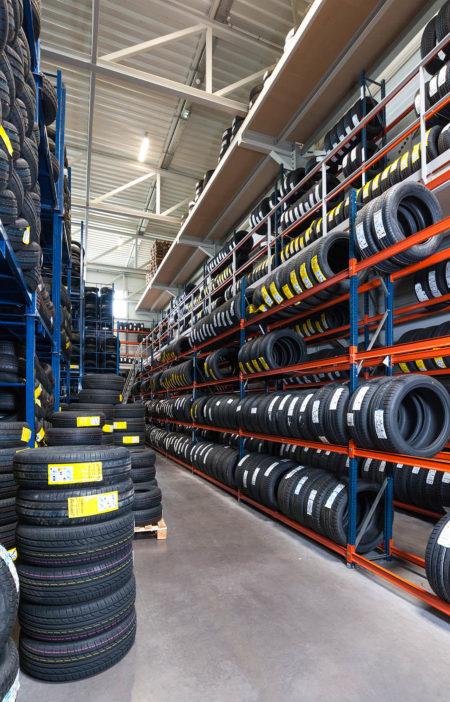 Photographe Industriel En Savoie, Chez Un Grossiste Du Pneu