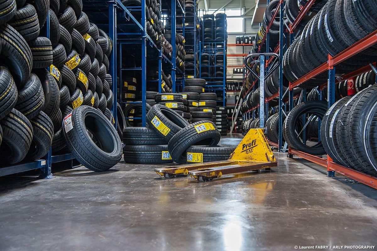 Photographe Industrie Automobile, Logisticien Du Pneu En Savoie