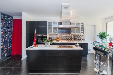 Photographe Immobilier Pour Un Appartement à Chambéry : La Cuisine Vue De Face