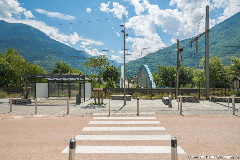 Parvis de la gare de Saint-Avre (Savoie), réalisation EVS : reportage photo professionnel