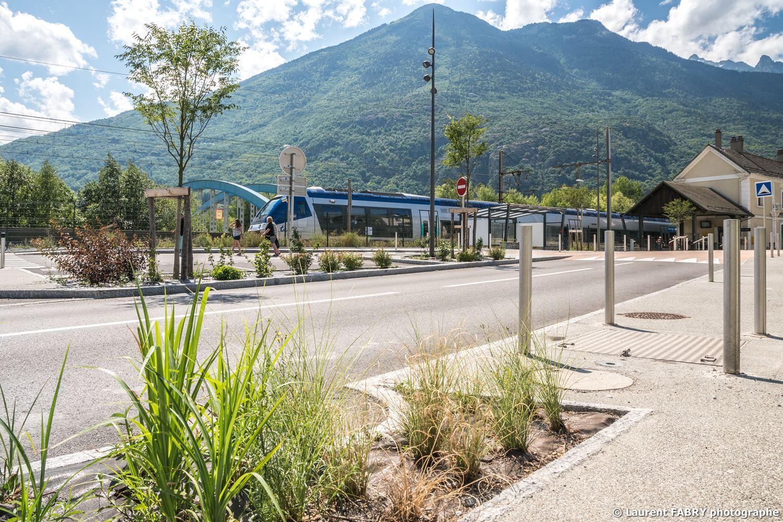 Parvis de la gare de Saint-Avre (Savoie), réalisation EVS : reportage photo