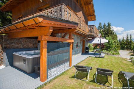 Shooting Photo Immobilier Dans Les Alpes : Jacuzzi Extérieur De L'appartement