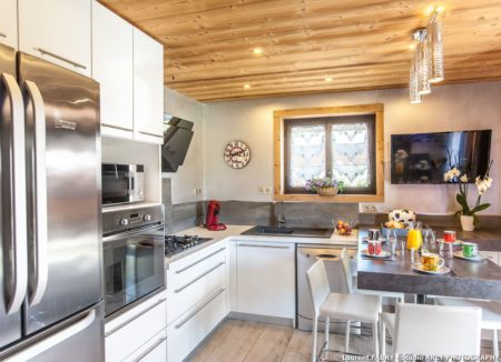 Shooting Photo Immobilier Dans Les Alpes : La Cuisine De L'appartement