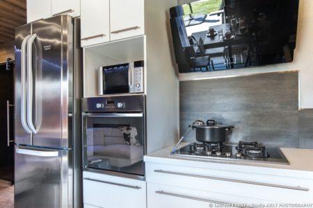 Shooting Photo Immobilier Dans Les Alpes : Détail Sur Le Mobilier De Cuisine De L'appartement