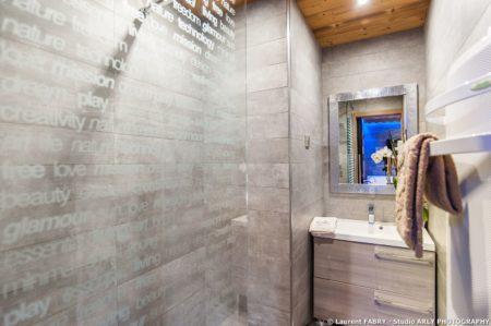 Shooting Photo Immobilier Dans Les Alpes : Salle De Bain De L'appartement