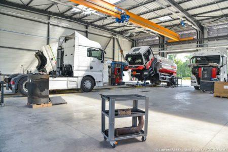 Véhicules De Transport Routier Immobilisés Au Man Truck & Bus Center De Chignin