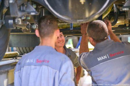 Photographe Industriel Près De Chambéry Dans L'atelier Du Centre De Maintenance Pour Véhicules De Transport Routier Man Truck & Bus Center