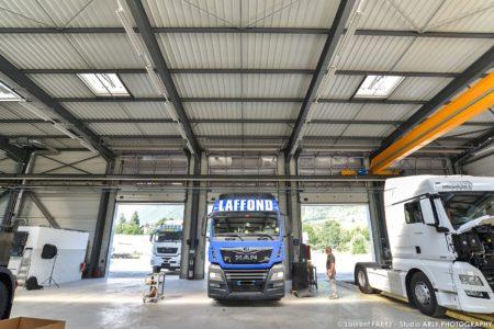 A L'intérieur Du Centre De Maintenance Pour Véhicules De Transport Routier Man Truck & Bus Center