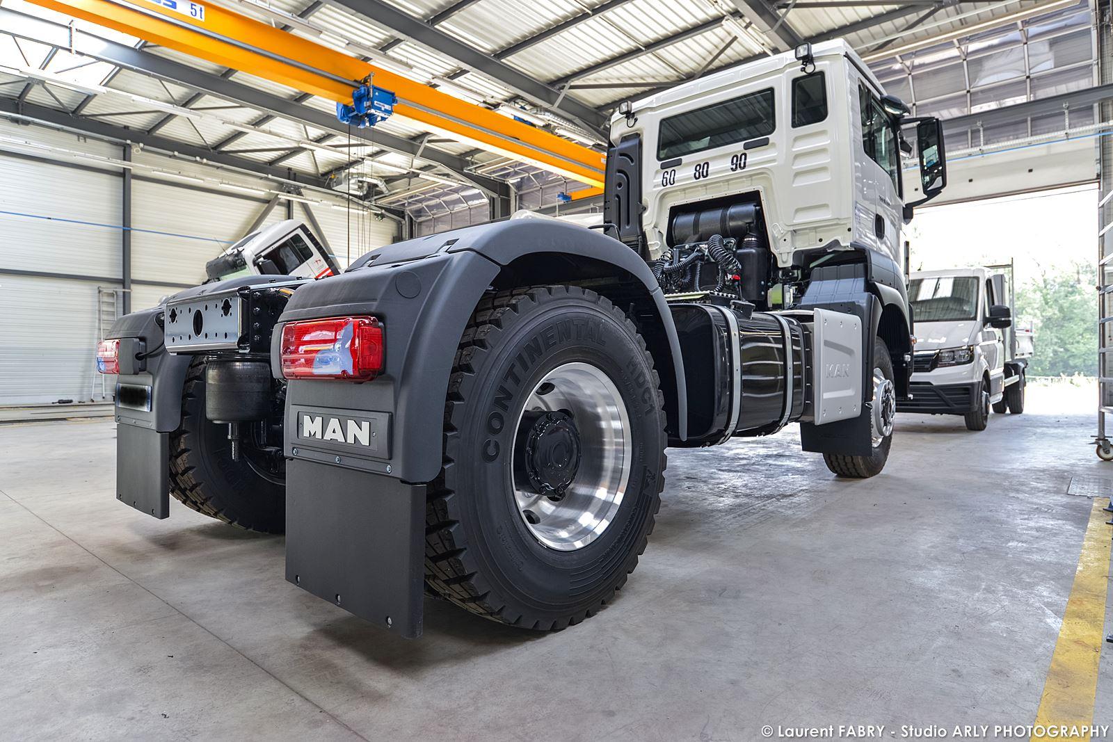 Photographe Industriel Près De Chambéry : Véhicule Dans Le Centre De Maintenance Man Truck & Bus Center