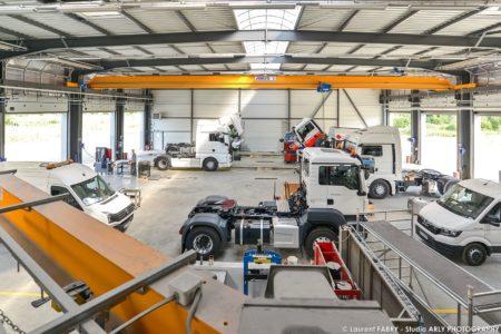 Vue Générale De L'atelier De Maintenance Pour Véhicules De Transport Routier