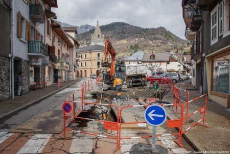 Photographe BTP En Savoie : Réseaux (Martoïa Et Basso) Sur La Place De L'hôtel De Ville à Ugine