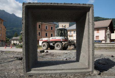 Photographe BTP En Savoie : Bordures (Eiffage) Sur La Place De L'hôtel De Ville à Ugine