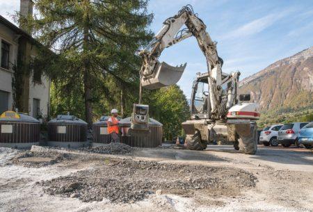 Photographe BTP En Savoie : Conteneurs Semi-enterrés (Eiffage) Sur La Place De L'hôtel De Ville à Ugine
