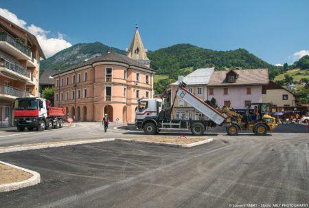 Photographe BTP En Savoie : Tapis D'enrobé (Eiffage) Sur La Place De L'hôtel De Ville à Ugine