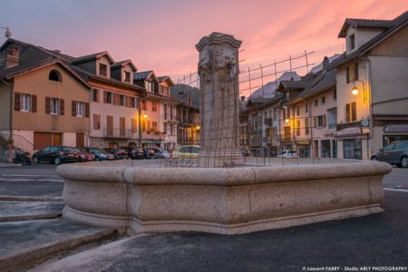 Photographe BTP En Savoie : Fontaine (EVS) Sur La Place De L'hôtel De Ville à Ugine