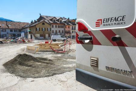 Photographe BTP En Savoie : Fond De Forme (Eiffage) Sur La Place De L'hôtel De Ville à Ugine