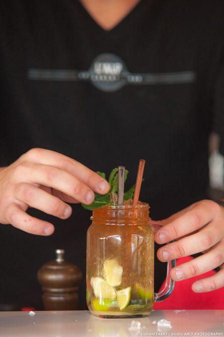 Photographe Hôtel 3 Vallées : Préparation D'un Cocktail Par Le Barman