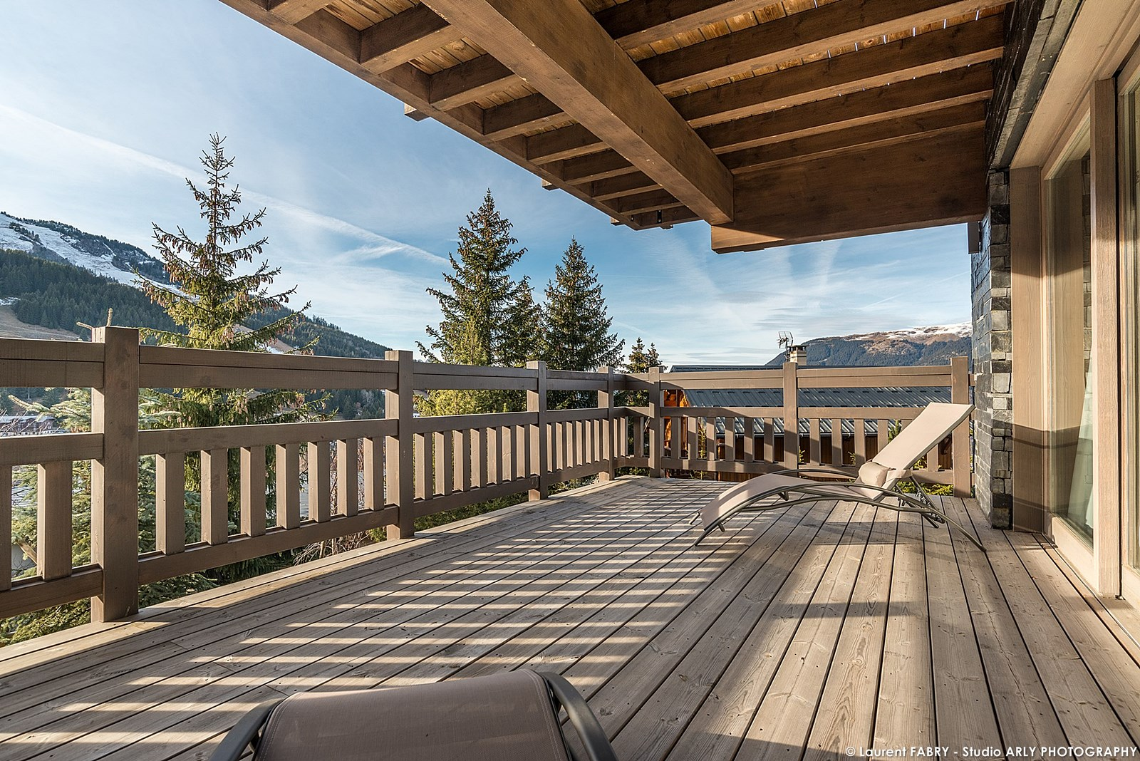Photographe Hôtellerie à Courchevel : Immense Terrasse Du Chalet De Luxe