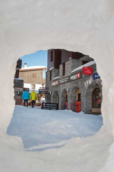 Igloo Sur La Place Centrale De La Station De Ski