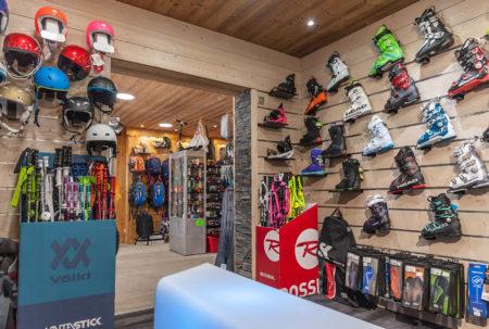 Photographe Magasin De Ski Dans Les Alpes (73) : Intérieur Du Skiset Doucy