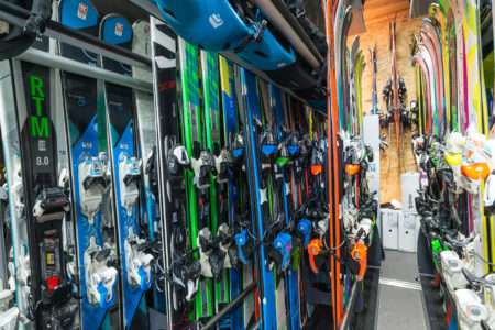 Photographe Magasin De Ski En Savoie (73) : Rayonnages De Skis