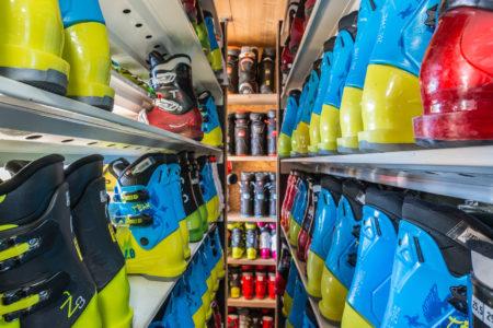 Photographe Magasin De Ski En Savoie (73) : Le Rayon Des Chaussures De Ski