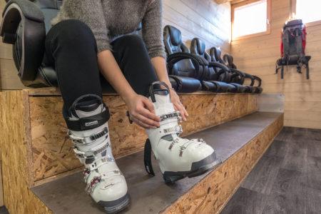 Photographe Magasin De Ski En Savoie (73) : Essayage Des Chaussures De Ski