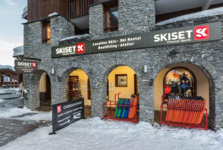 Photographe Magasin De Ski En Station : La Façade Du Magasin Skiset