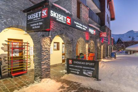 Photographe Magasin De Ski Dans Les Alpes : Entrée De La Boutique