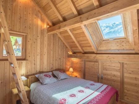 Photographe Immobilier De Montagne : Une Chambre à L'étage Nuit