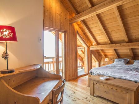 Photographe Immobilier De Montagne : Chambre Principale, Petit Bureau Et Balcon