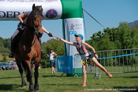 Photographe Relai Course à Pieds Et équitation