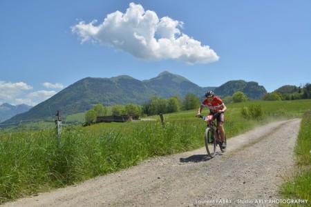 Un VTT Sur Le Parcours Du Raid Multi-sports En Haute Savoie