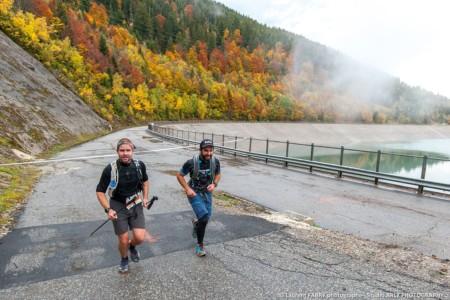 Deux Coureurs Passent Près Du Photographe Lors Du 1er EDF Trail Des Vallées D'Aigueblanche