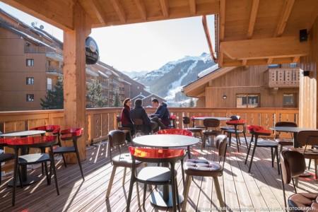 La Terrasse Du Bar De La Résidence De Tourisme : Accessible Depuis Méribel Centre