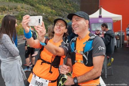 Selfie Par Un Couple De Coureurs Avant Le Trail