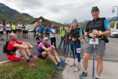 Des Trailers Se Préparent Avant La Course Dans Les Alpes