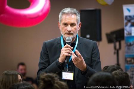 Portrait Du Président Lors De Son Discours En Conférence
