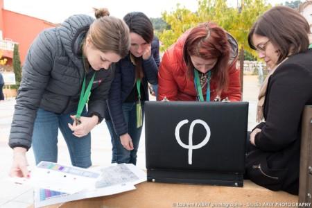 Espace Game : Les Participants Cherchent La Solution D'une énigme