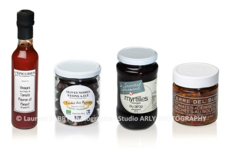 Photographie De 4 Pots De Condiments (packshot Culinaire)